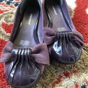 Flat shoes.